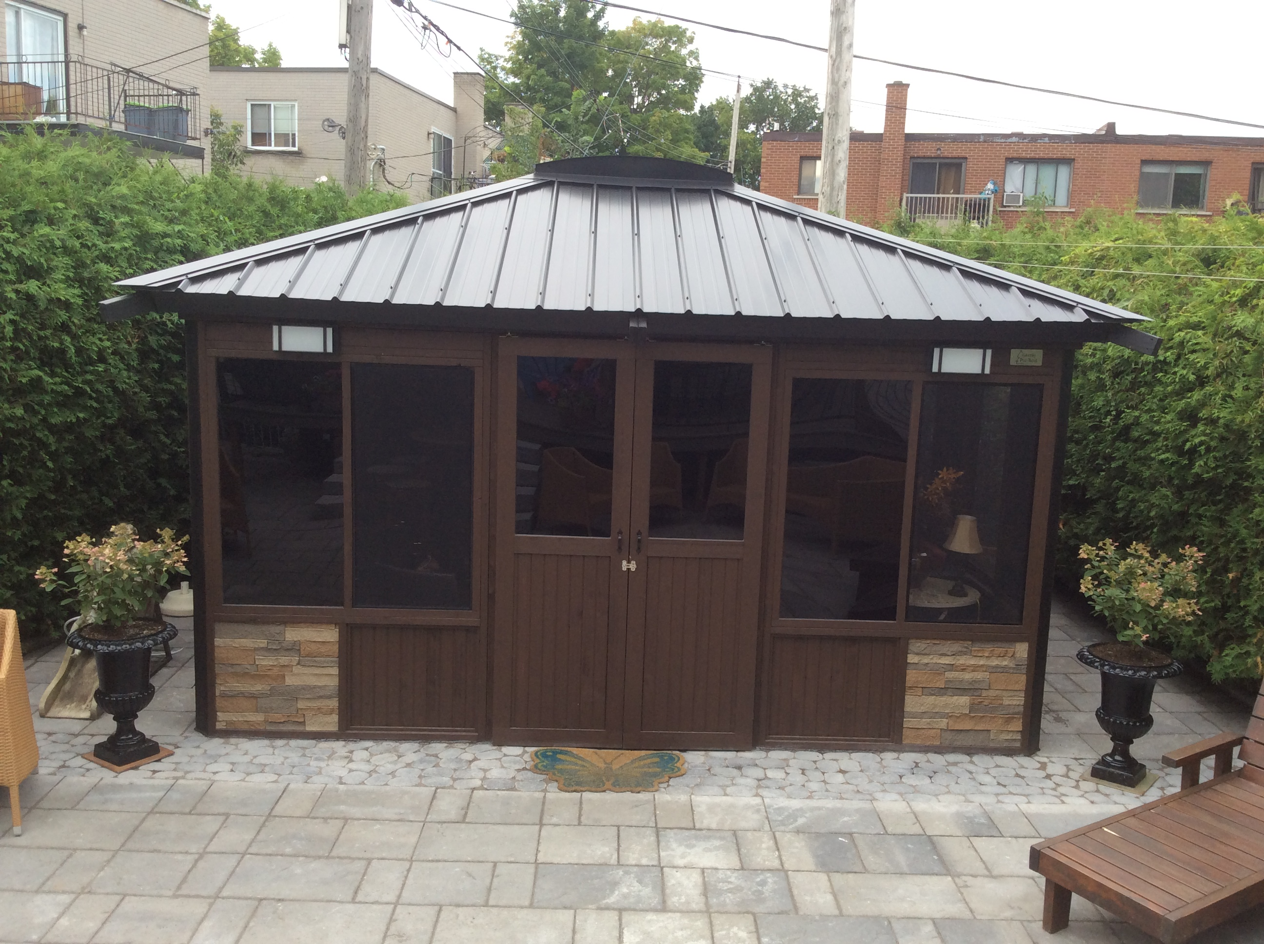 Gazebo closed 14'x14′
