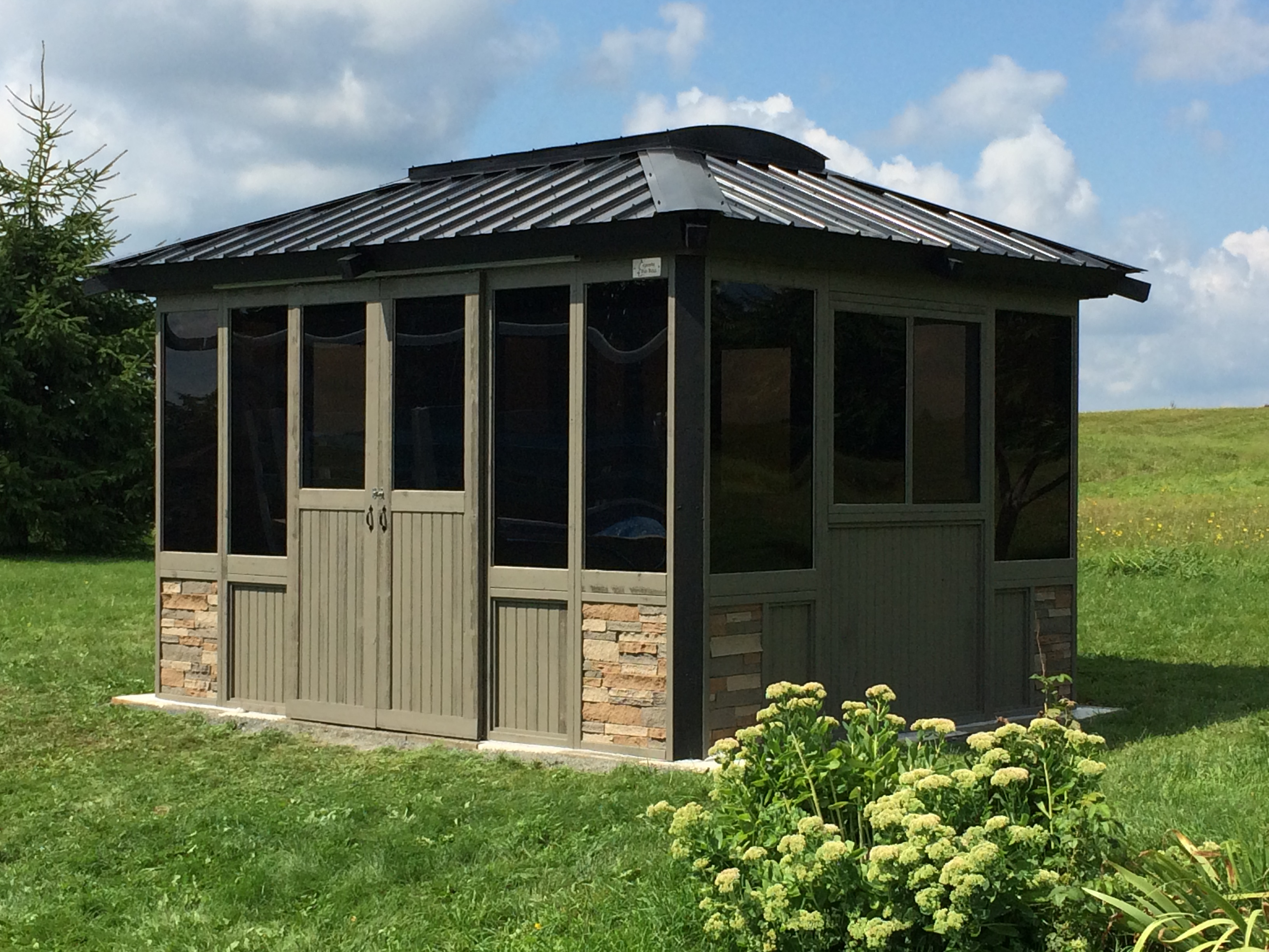 Closed gazebo 10'x 12′ collection Signature four season