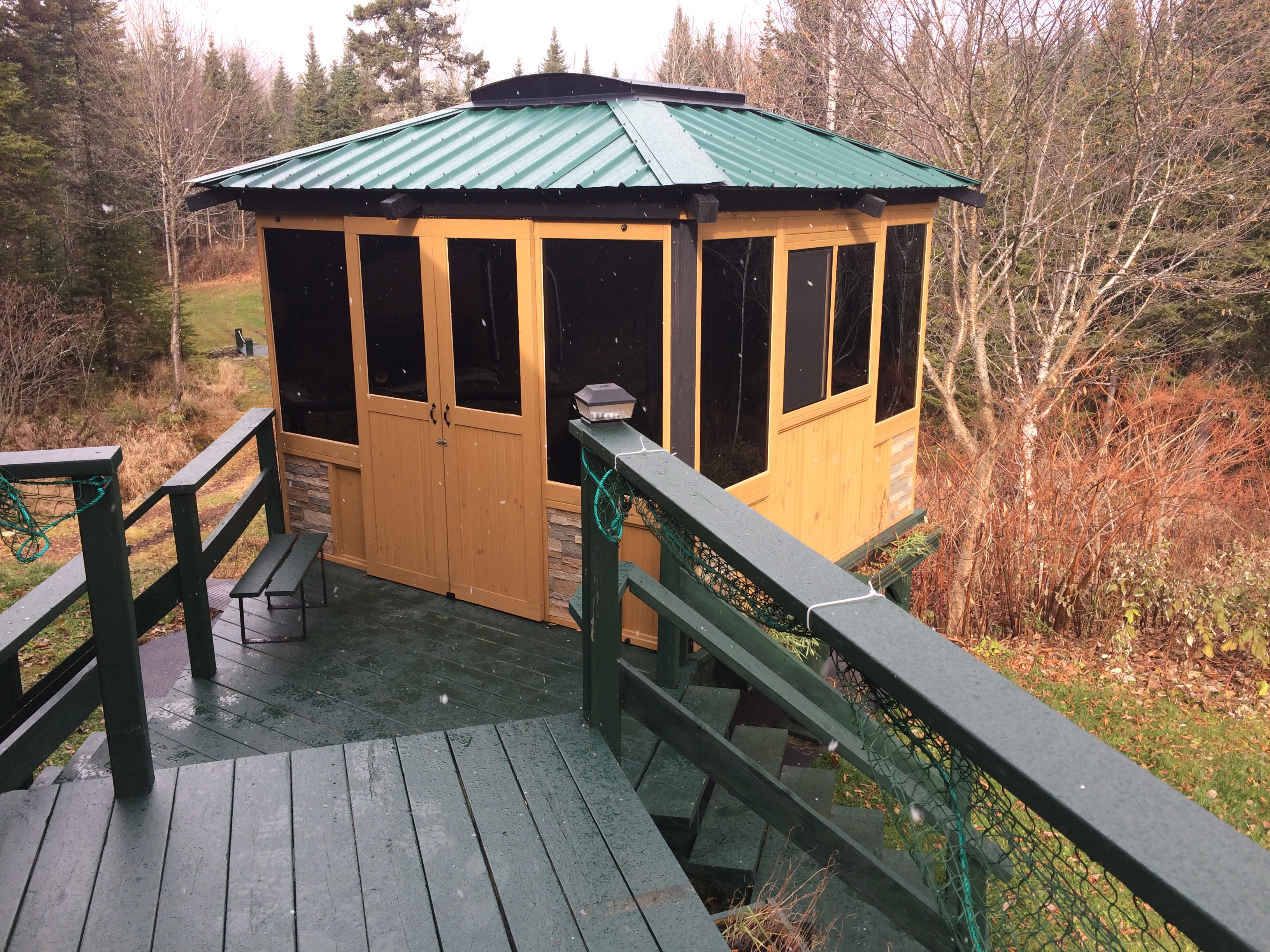 Gazebo closed 10'x10′